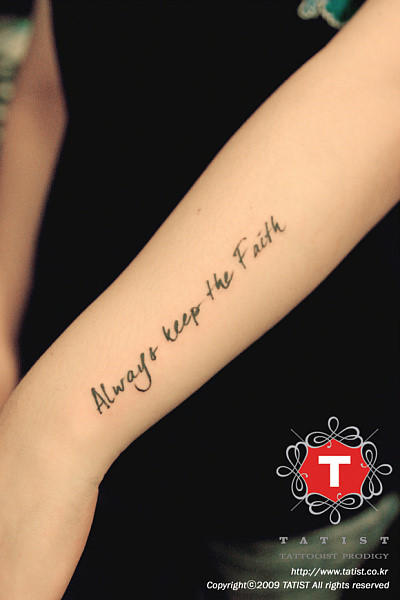 手臂字母纹身;; 上新 纹身贴纸 深墨绿色手臂英文字母 包邮 满38元